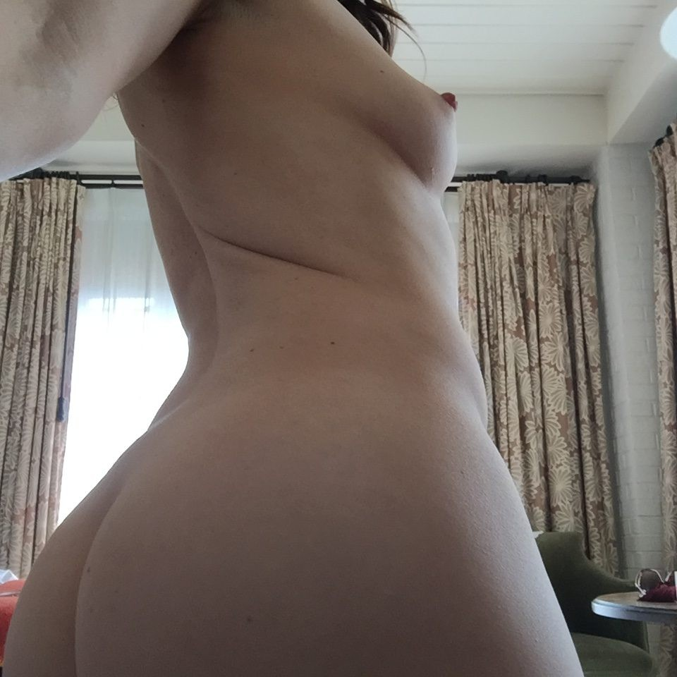 naked hooters pictures